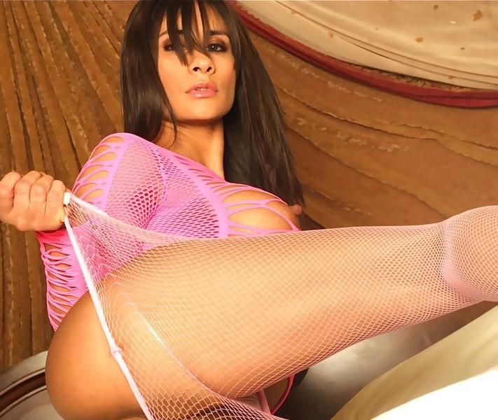Nikki_Ferrari - Free Webcam Photo 9